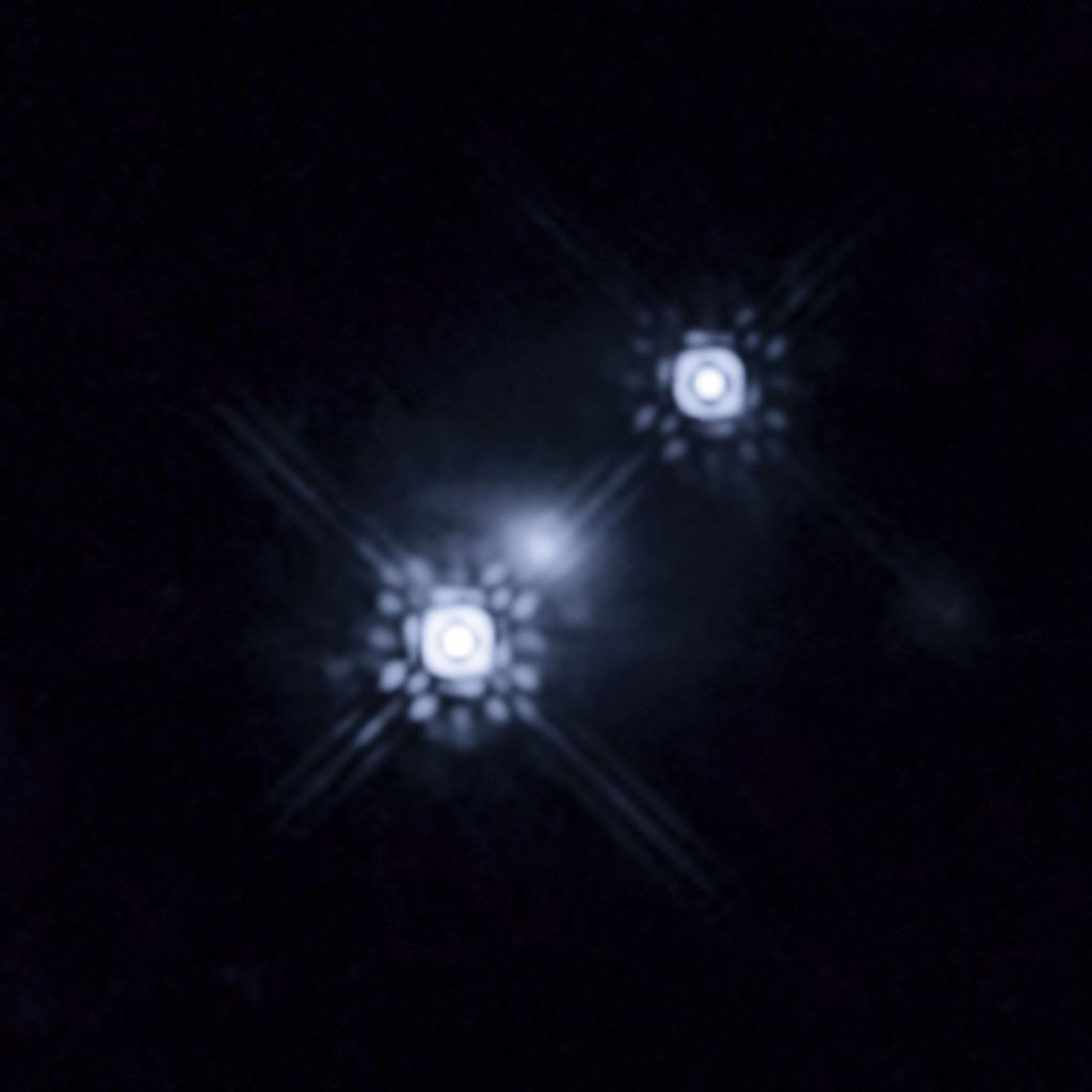 Гравитационное линзирование квазара HE 1104-1805