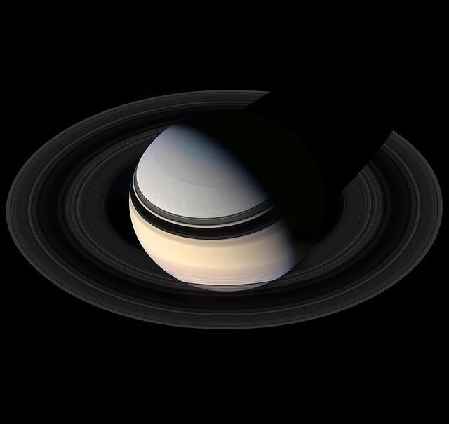 Снимки аппарата Кассини планеты Сатурн