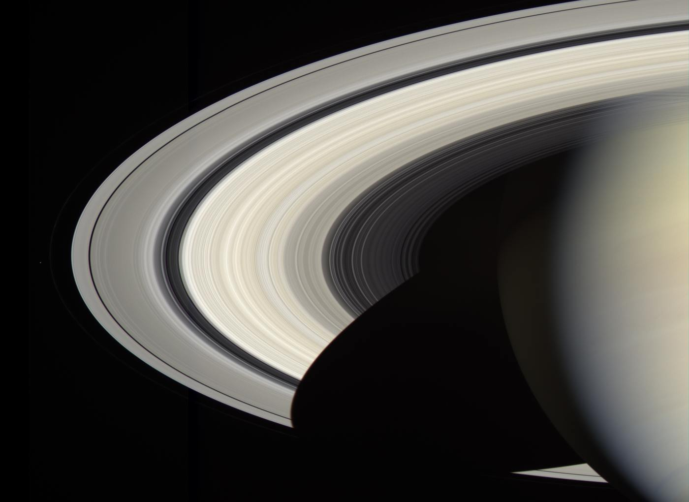 Планета Сатурн, вид из космоса