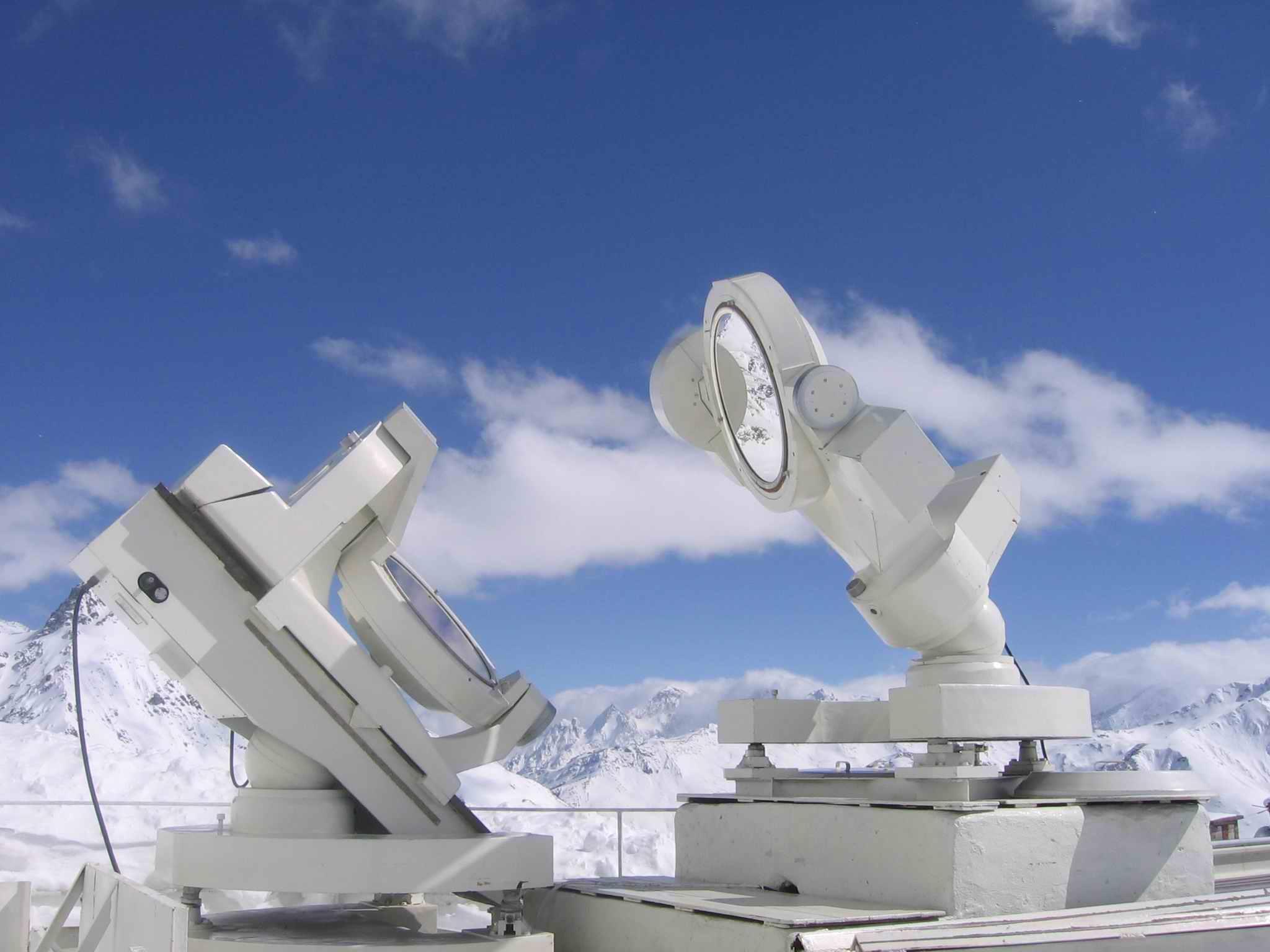 Для профессионального наблюдения Солнца возводят целые высокотехнологические конструкции