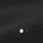 Мимас, Прометей и кольца Сатурна