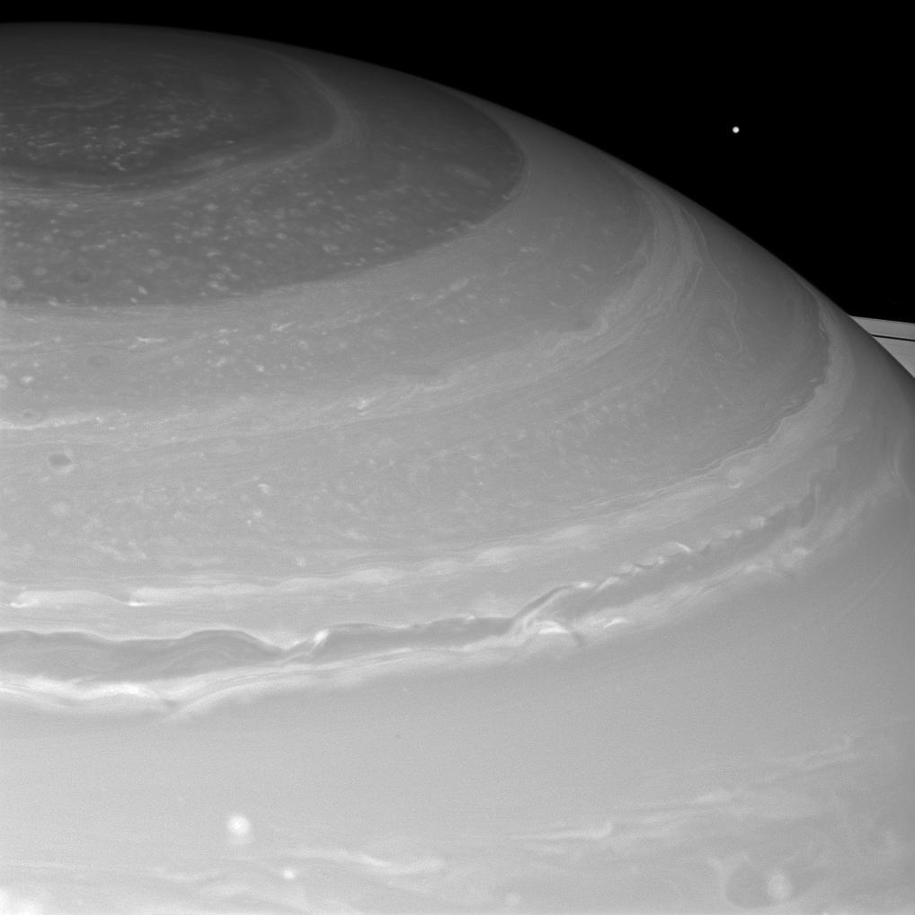 Сатурн и Мимас