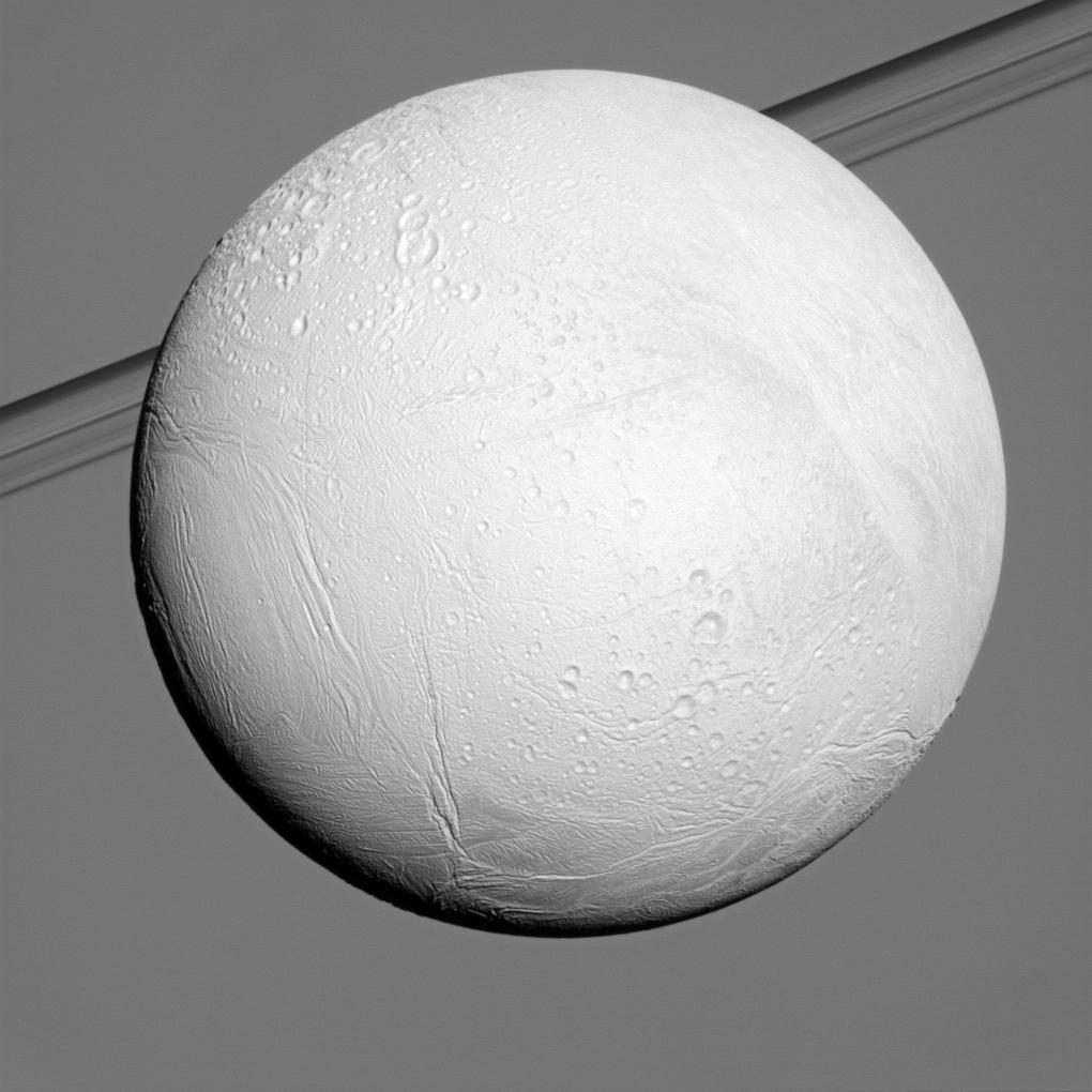 Снимок сделан с расстояния 102 000 километров от Энцелада