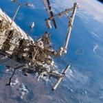 Астронавты проводят работы снаружи МКС