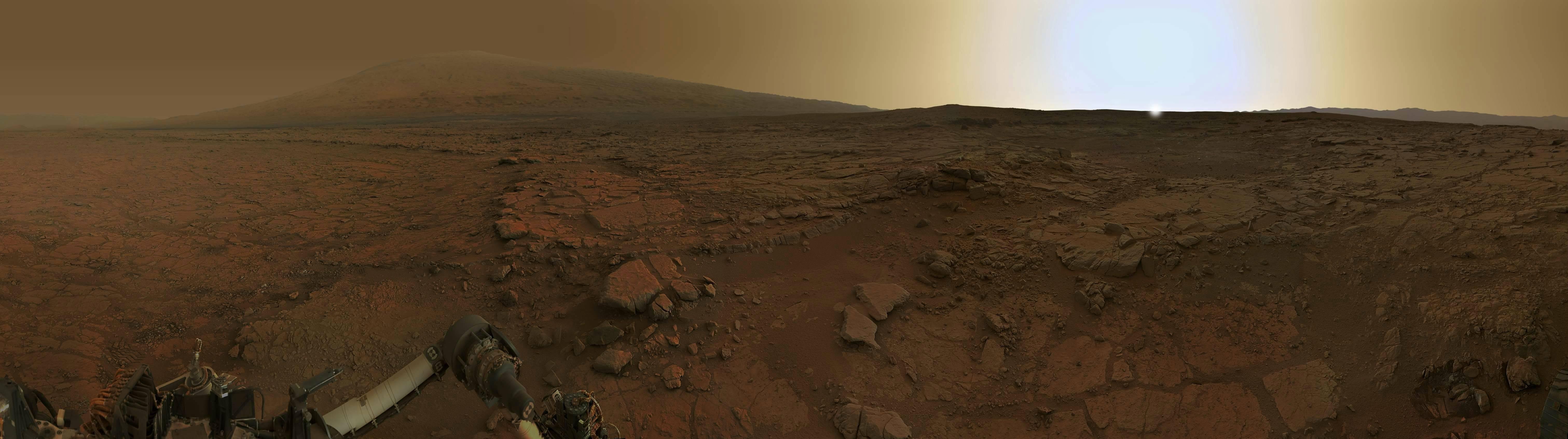 Панорама рассвета на Марсе