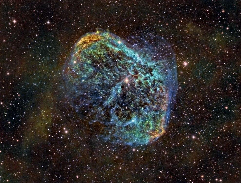 NGC 6888, известная также как туманность Полумесяц