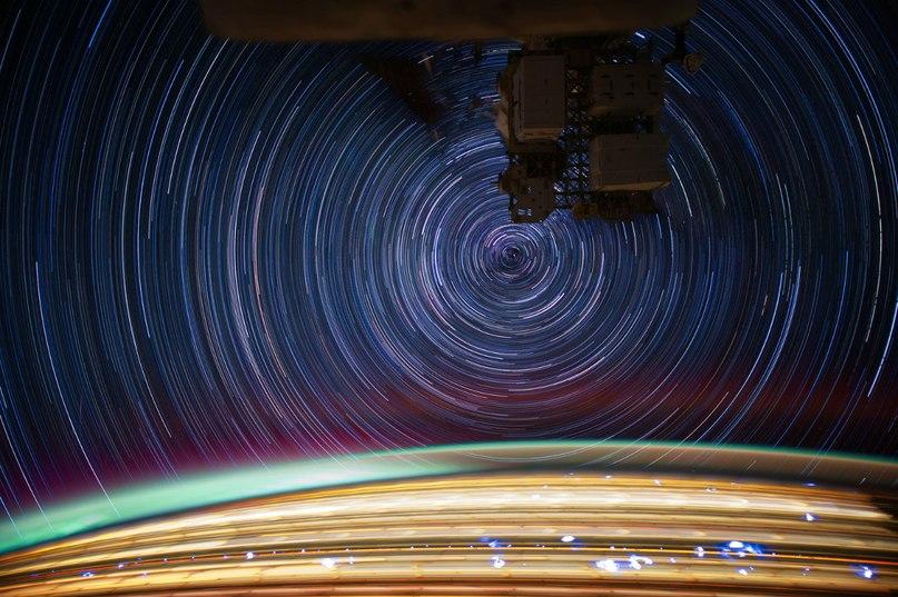 Съемка с длительной выдержкой, фотоаппарат был нацелен на полярную звезду