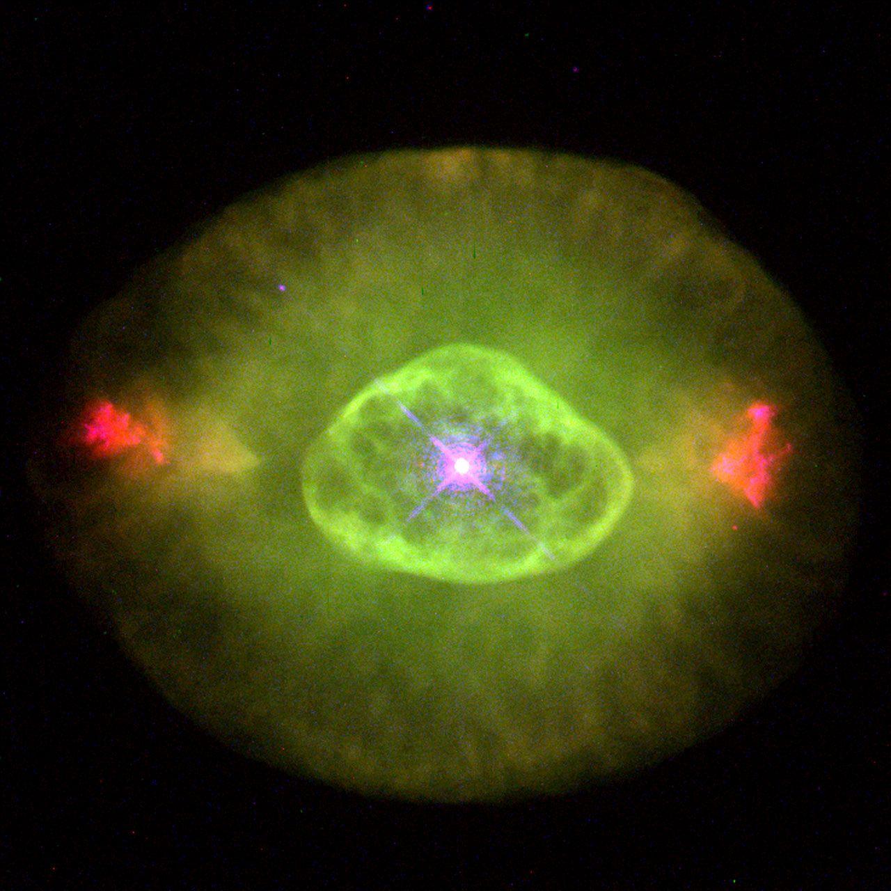 Туманность Мерцающая или NGC 6826