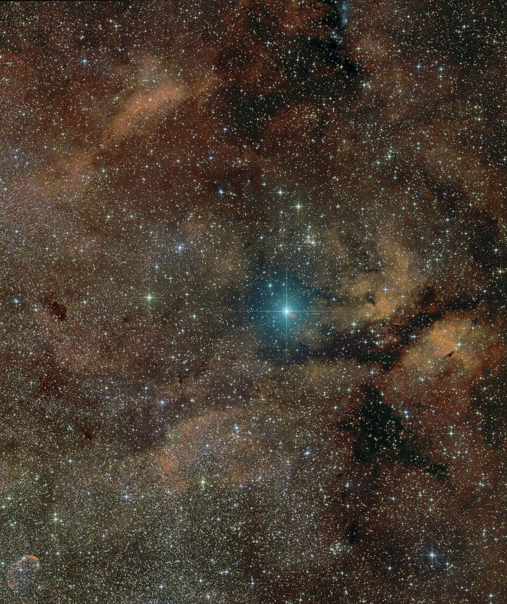 Звезда-сверхгигант γ Лебедя