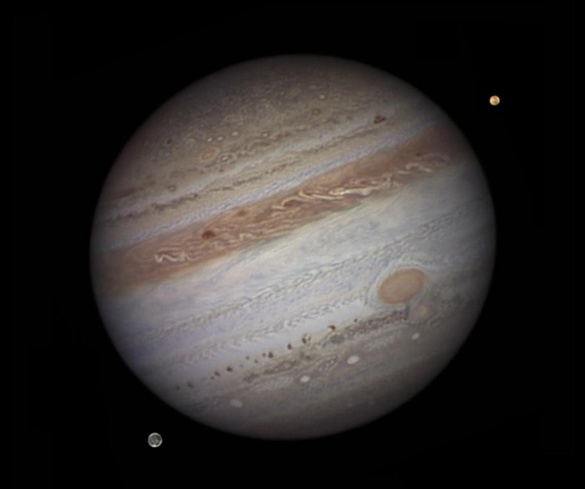 Фото Юпитера и его спутников Ио и Ганимеда. Автор Damian Peach, сентябрь 2010 года