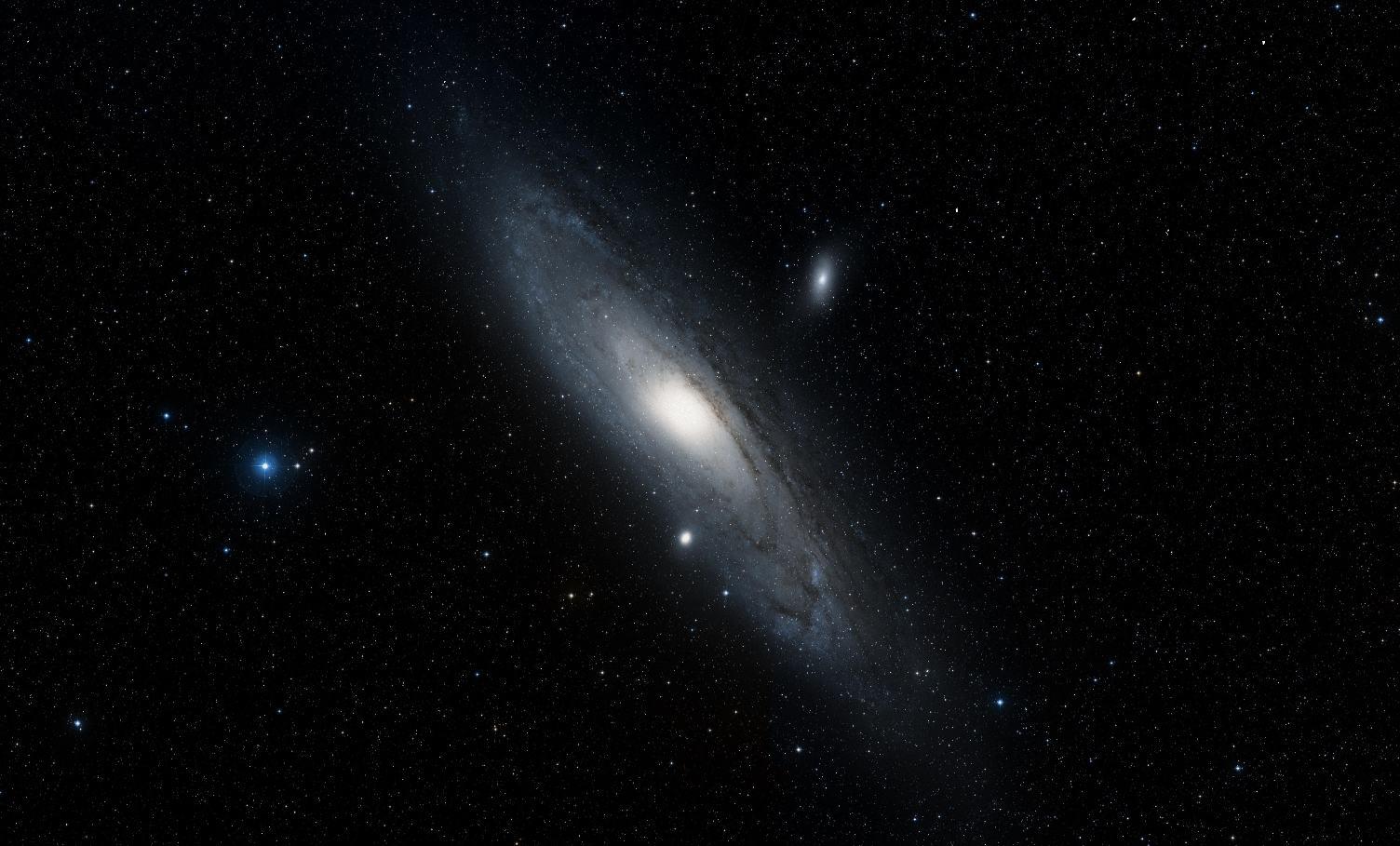 Цифровой обзор неба DSS в программе Aladin