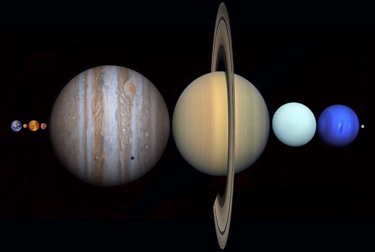 Между Землей и Луной помещаются все планеты Солнечной системы.