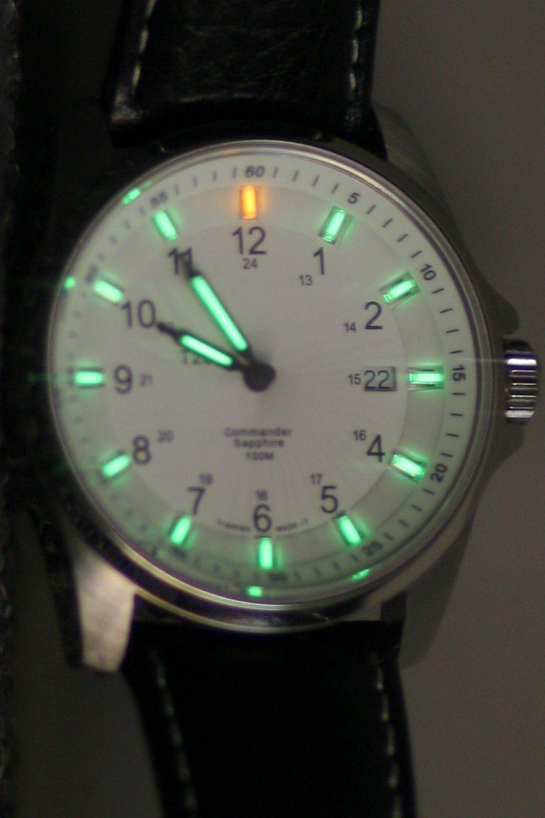 Часы из трития
