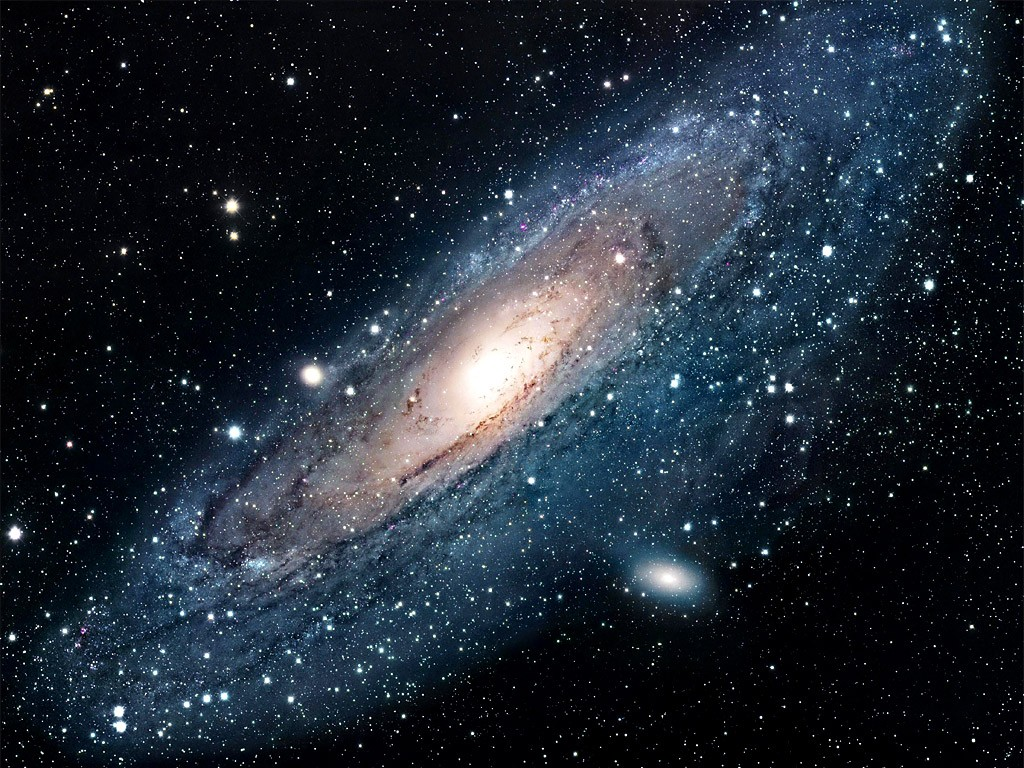 Галактика андромеда на ночном небе фото