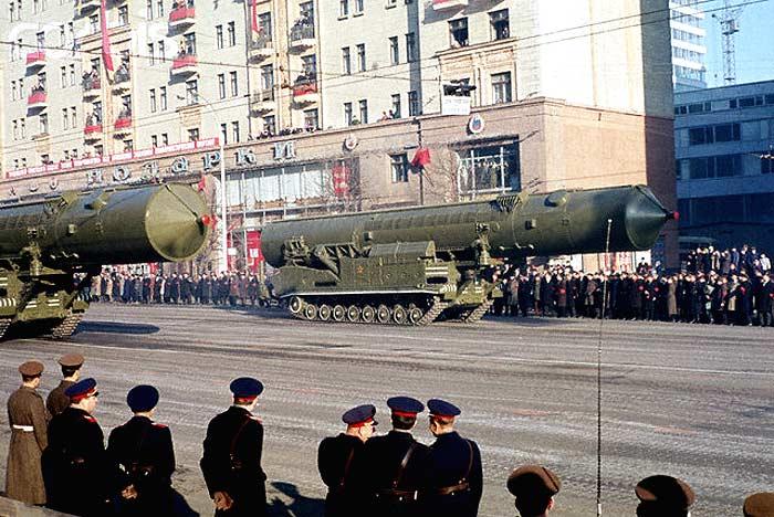 РТ-20П на параде в Москве 7 ноября 1967 года