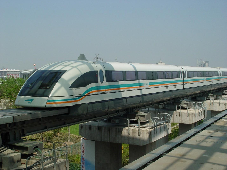 Поезд на магнитном подвеске в Шанхае, Китай