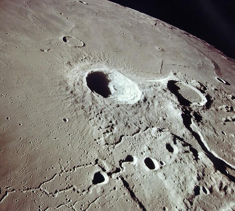 Лунный кратер, названный в честь учёного