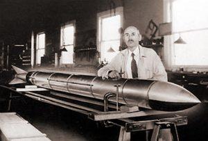 С 1914 года Годдарт начал конструировать ракетные двигатели