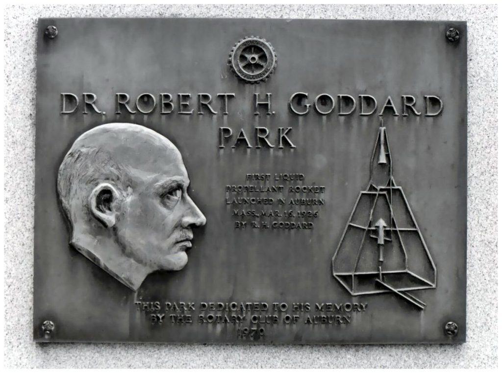Мемориальная табличка, посвящённая учёному