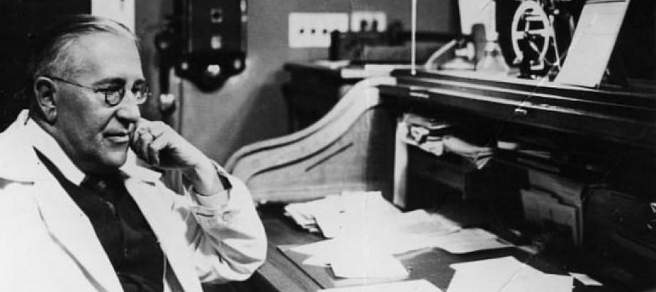 Австрийско-американский физик ВИКТОР ФРАНЦ ХЕСС, лауреат Нобелевской премии по физике (1936 г.) за открытие космических лучей.
