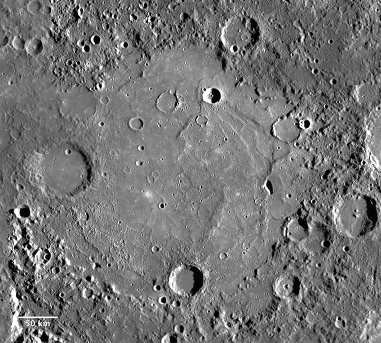 Бассейн Толстого на Меркурии, снимок космического аппарата MESSENGER