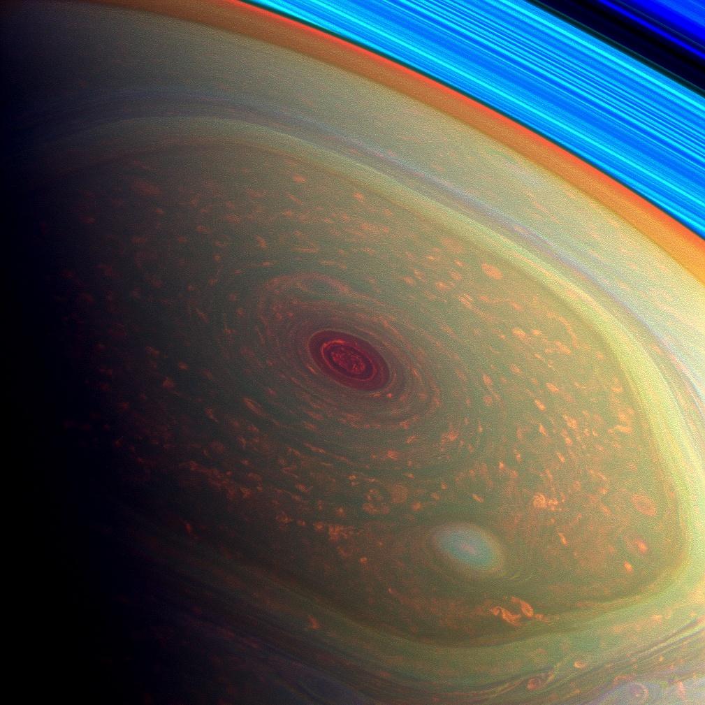 Буря на северном полюсе Сатурна