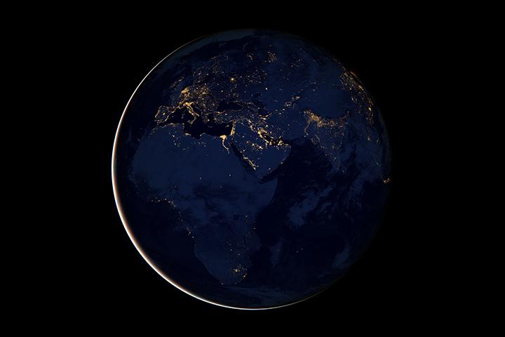 Европа, Африка и Ближний Восток ночью на снимках Suomi NPP снятые в апреле и октябре 2012 года