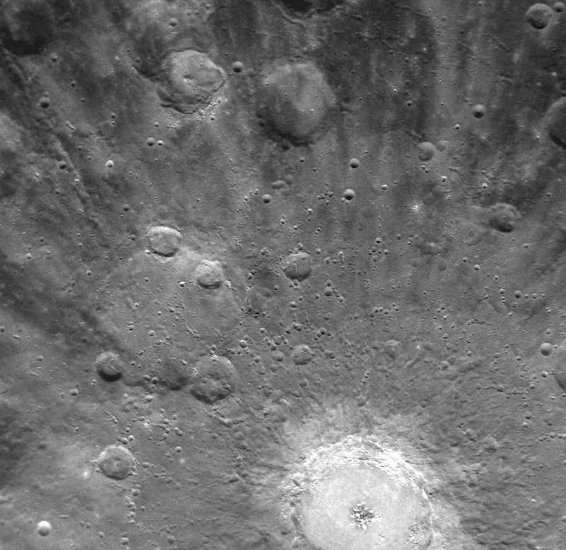 Кратер на Меркурии, снимок космического аппарата MESSENGER