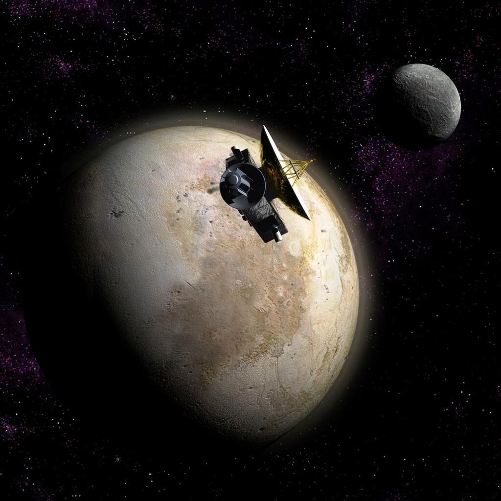 Новые Горизонты на фоне Плутона и Харона