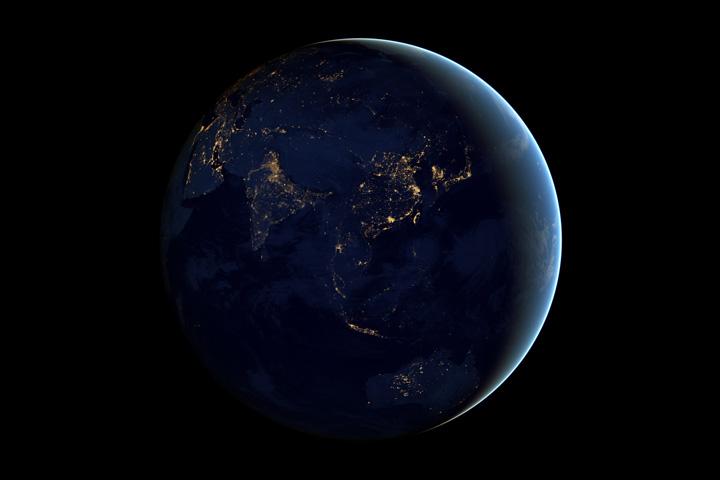 Снимки Азии и Австралии ночью, полученных со спутника Suomi NPP в апреле и октябре 2012 года
