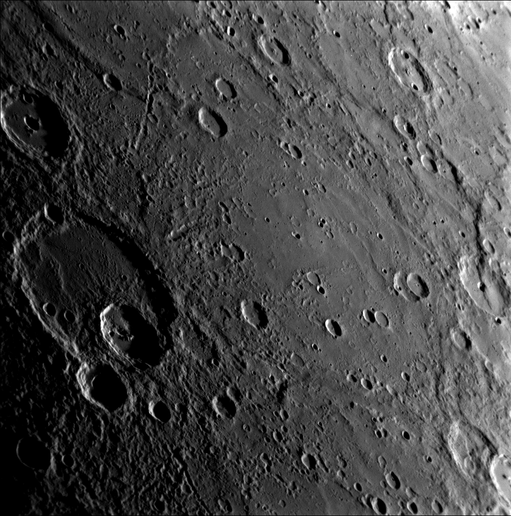 Снимок Меркурия, в наименьшей точке пролета MESSENGER над поверхностью планеты
