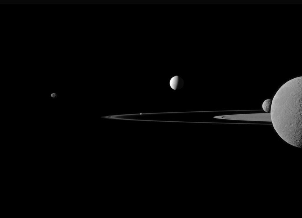 Пять спутников Сатурна