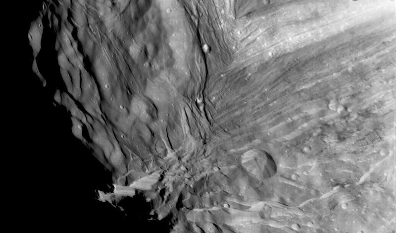 Миранда, изображение, получено Вояджером-2, 24 января 1986 года