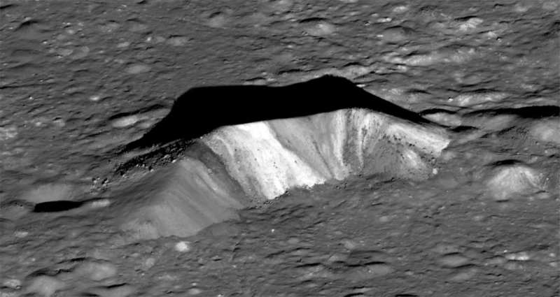 http://spacegid.com/wp-content/uploads/2013/01/Pik-kratera-Aristarh.jpg