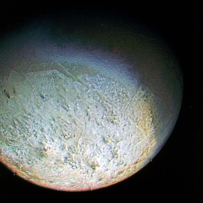 Спутник Нептуна Тритон, снимок Вояджера-2