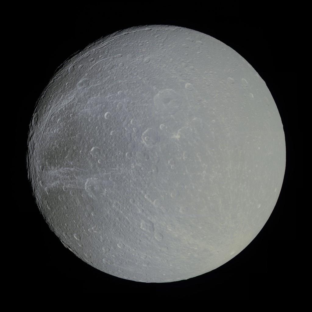 Эта огромная панорама спутника Сатурна Дионы, состоит из 4-х снимков полученных аппаратом Кассини 7 апреля 2010 года.