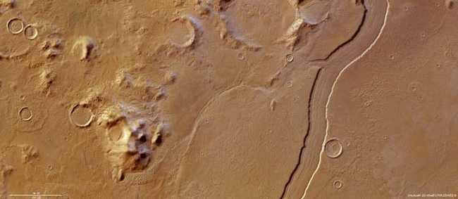 Изображение Vallis Reul сделанное 14 мая 2012 года Mars Express