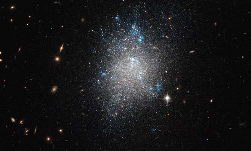 Неправильная галактика NGC 5477