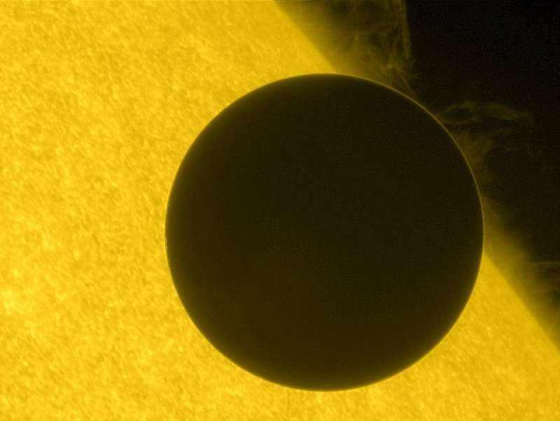 Венера на фоне Солнца