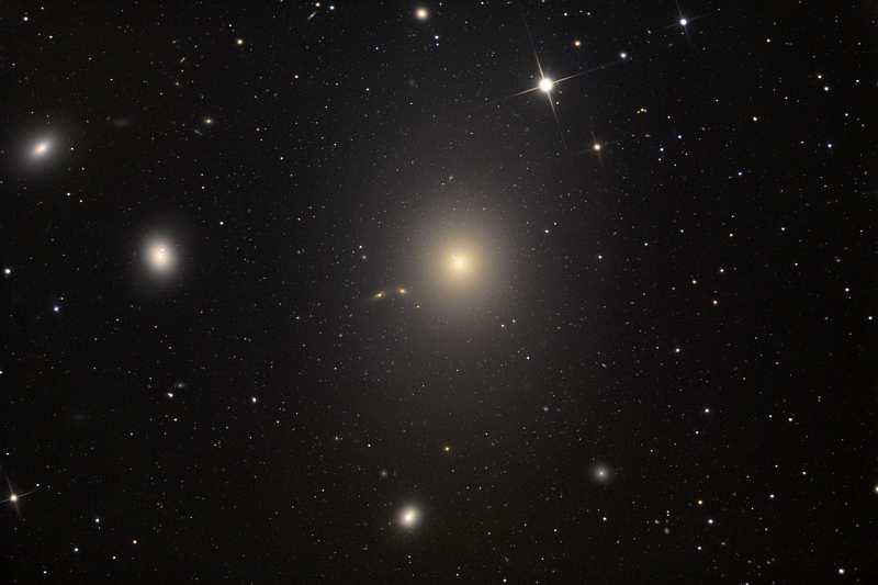 Эллиптическая галактика M87