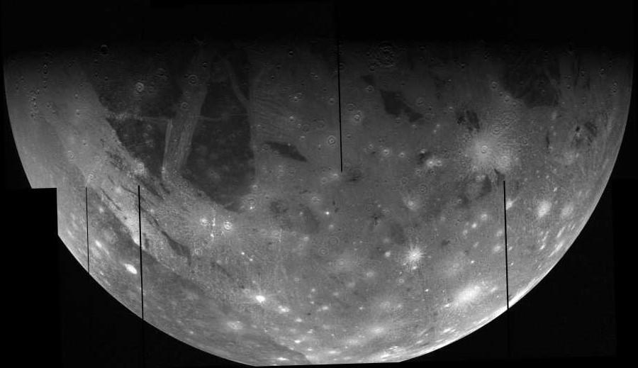 Мозаика изображений Ганимеда со спутника Galileo 26 июня 1997 года.