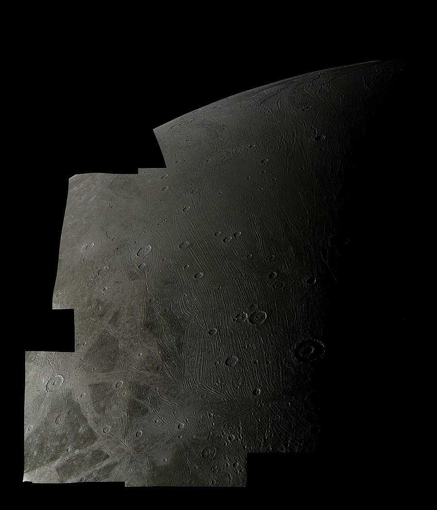 Мозаика южной полярной области Ганимеда, снимок Вояджера-2