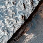 Изменения поверхности на регионе Aureum Chaos