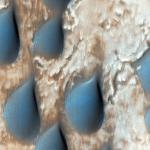 Темные дюны, богатые Оливином, в кратере Коперник