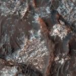 Выход коренных пород на дне кратера