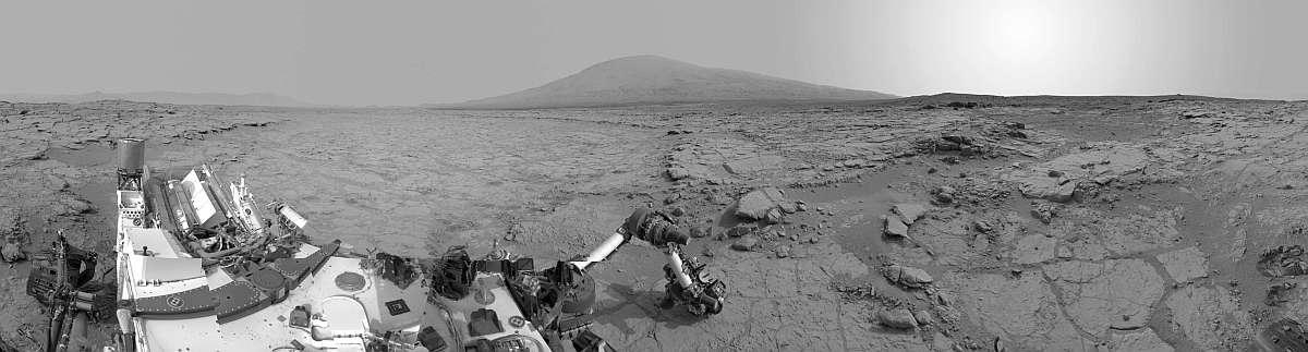 Curiosity на фоне горы Шарп