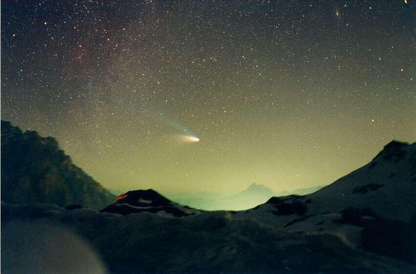 Одна из ярчайших комет 20 века