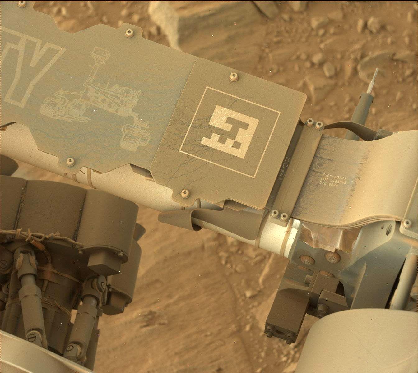 Пыль осевшая на марсоходе