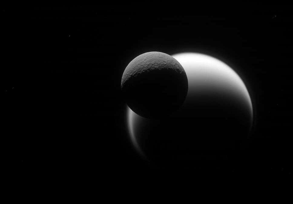 Вместе с Дионой, другой луной Сатурна