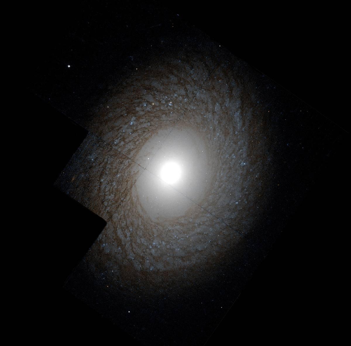 NGC 2775 - галактика в созвездии Рак